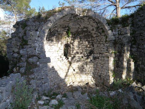 ruins castellas roquefort les pins | Lou Messugo