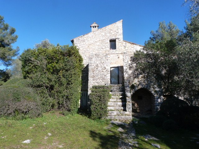 ruined house Roquefort les Pins
