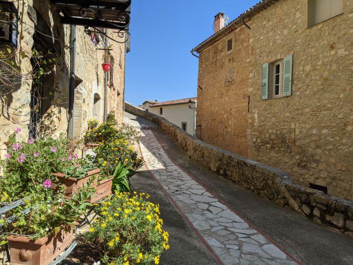 Châteauneuf secret hill village | Lou Messugo