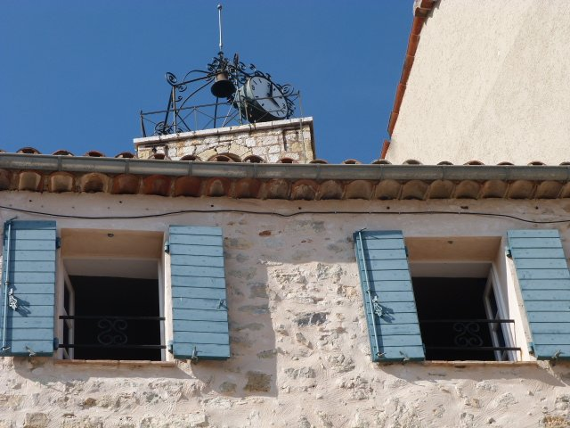 Chateauneuf shutters