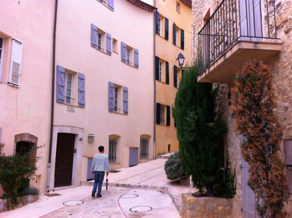 chateauneuf street