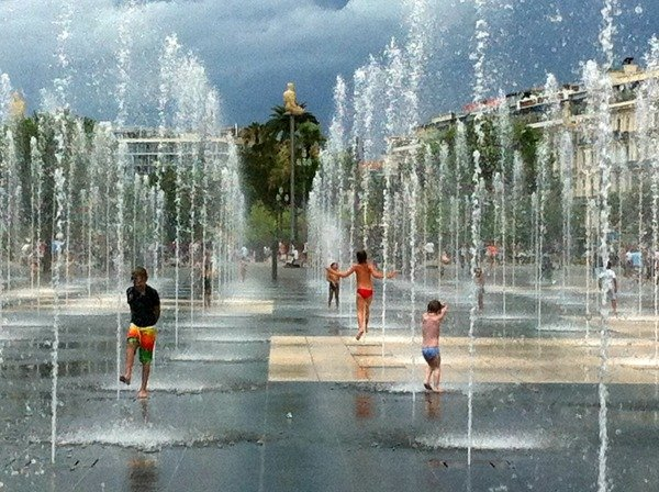 fountains at Promenade du Paillon Nice