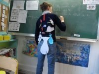 poisson d'avril fish on backs | Lou Messugo