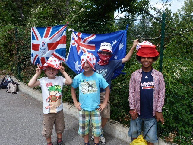 kids waiting for Tour de France