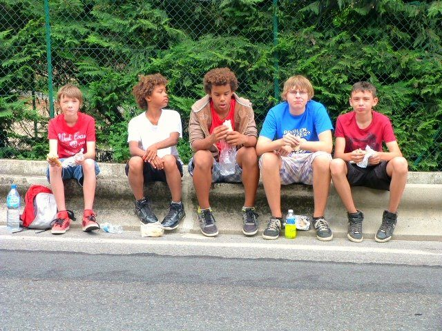 kids eating by side of road