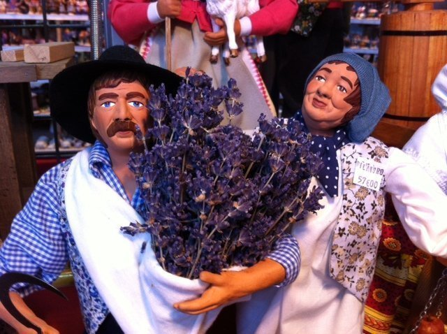 santons with lavender