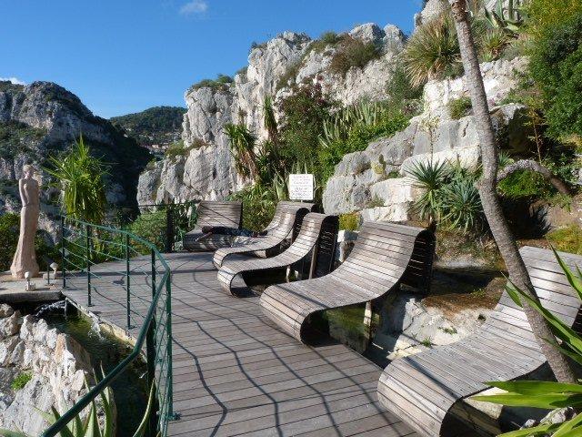 benches at jardin botanique Eze