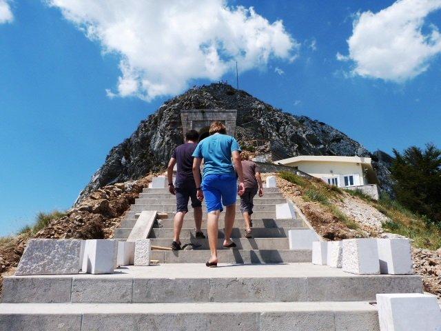Njegos mausoleum steps up