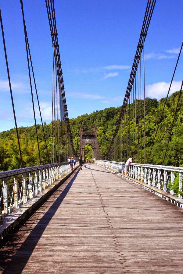 Reunion island le pont suspendu de Ste Rose