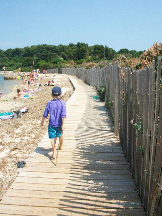 boardwalk on Ste Marguerite island