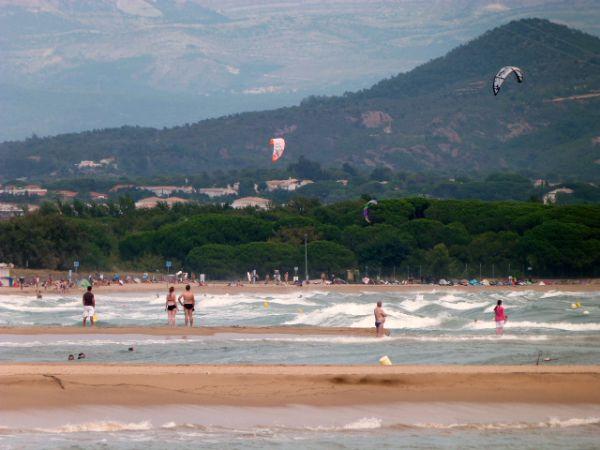 kitesurfs at Esclamandes beach St Aygulf