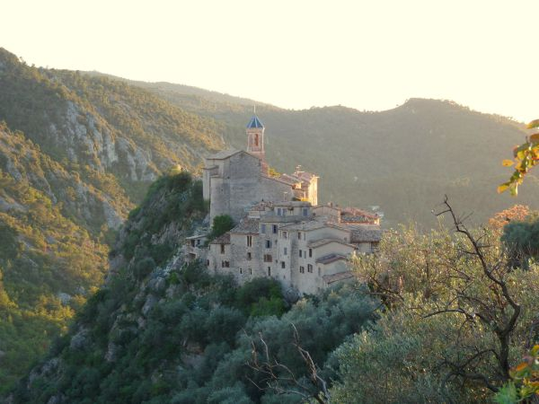 13 of the Best Hill Villages Near Nice