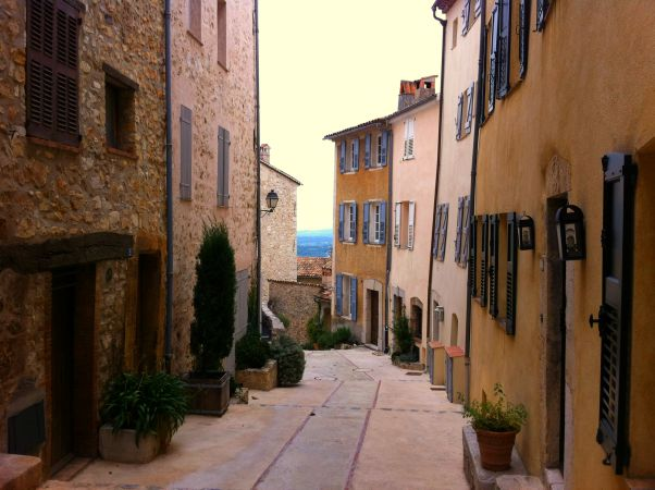 châteauneuf-Grasse street