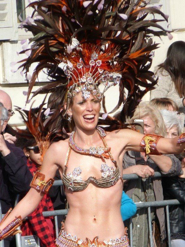 feather headdress Nice carnival
