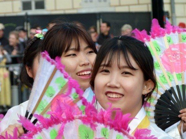 korean girls Nice carnival
