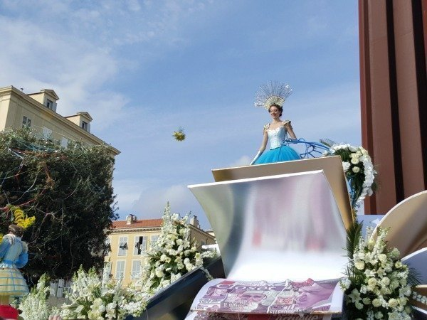 queen at Nice Carnival flower parade