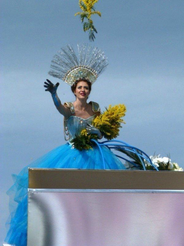 queen of flower battle Nice carnival