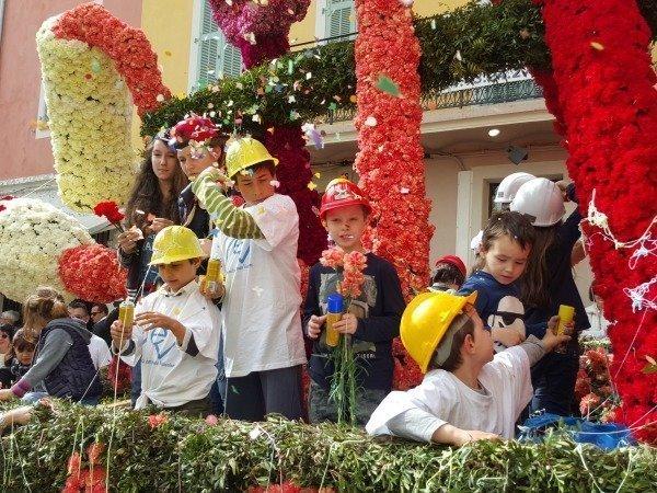 Vence carnival builders on float