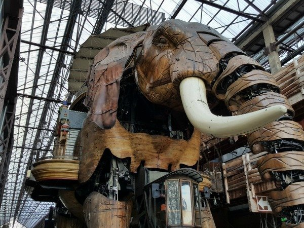 Nantes elephant in nef
