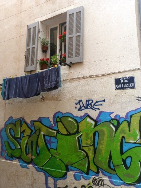 Le Panier street art and laundry