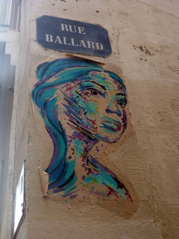 panier street art womans head