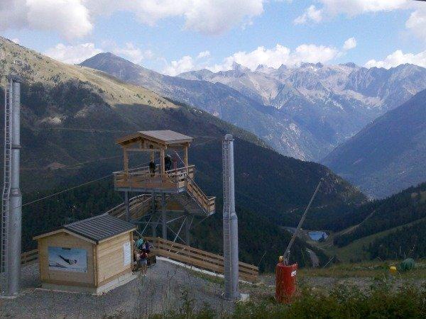 departure of zip wire tyrolienne la colmiane