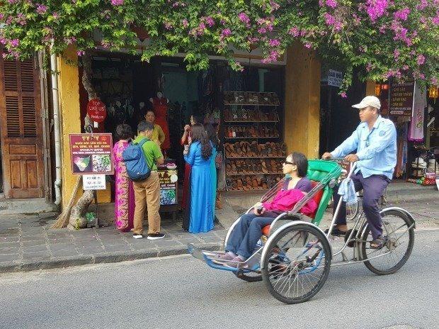 Hoi An shopping scene