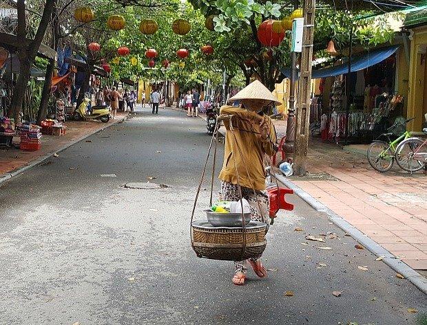 Hoi An food seller | Lou Messugo