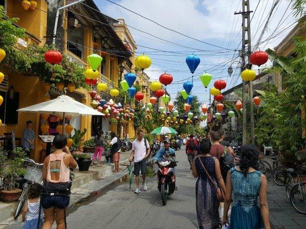 busy Hoi An street