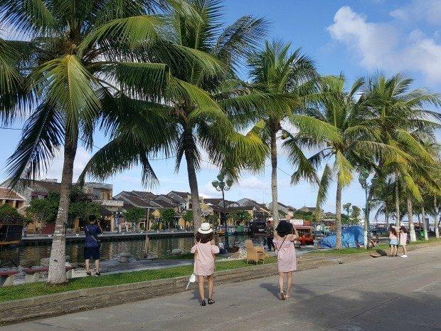 chic tourists Hoi An