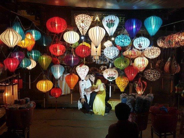 wedding couple in lanterns Hoi An