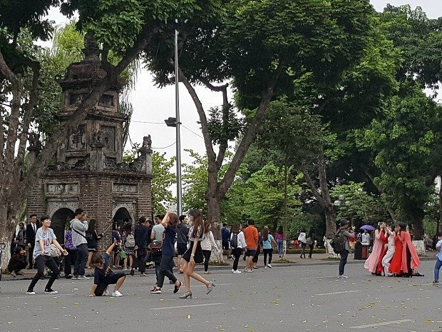 weekend pedestrian street Hoan Kiem lake Hanoi