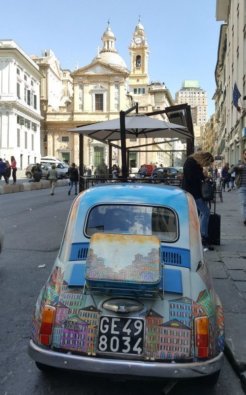 Sunday Photo – Genoa street scene