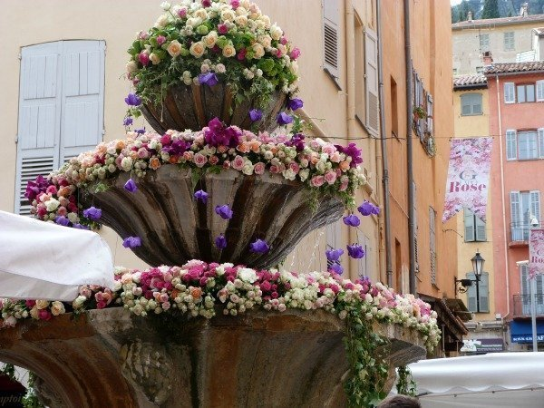rose festival French Riviera | Lou Messugo