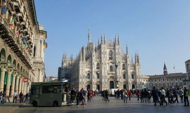 Milan piazza del Duomo