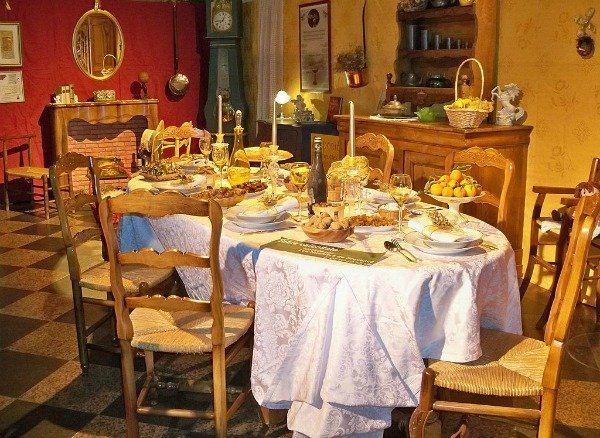 Gros Souper table, a Christmas tradition in Provence