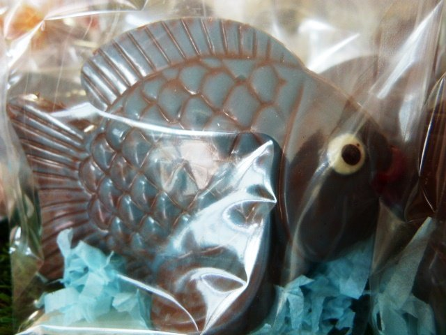 Easter_chocolate_fish_from_Roquefort_pâtisserie