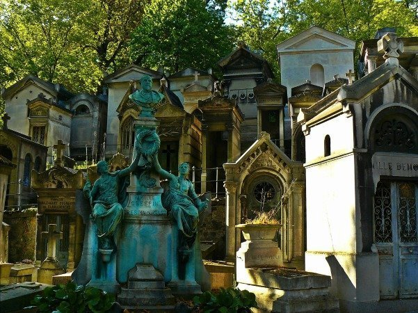 Père_Lachaise_cemetery_Paris