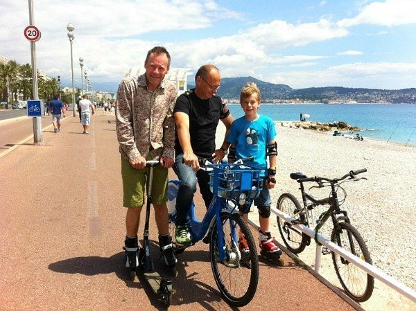 riding a vélo bleu in Nice