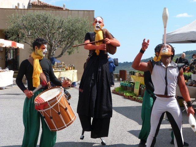 fête_de_loranger_Bar_sur_Loup_street_performers