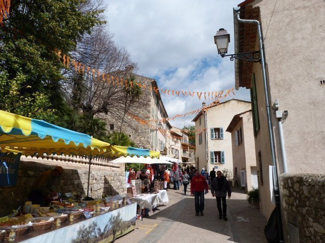 street in bar sur loup
