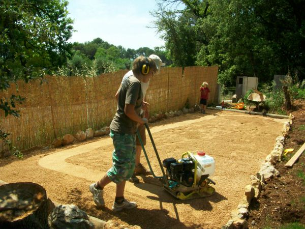 making pétanque pitch | Lou Messugo_gîte