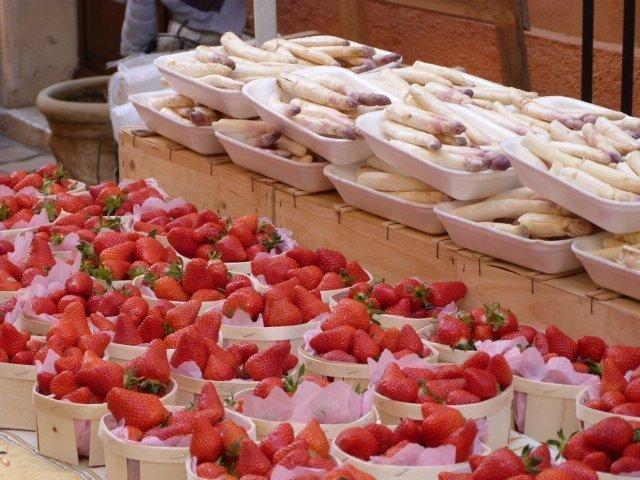 marché_valbonne_fraises_asperges