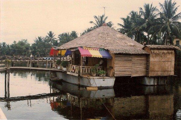 patrol_boat_café_Hoi_An_1992