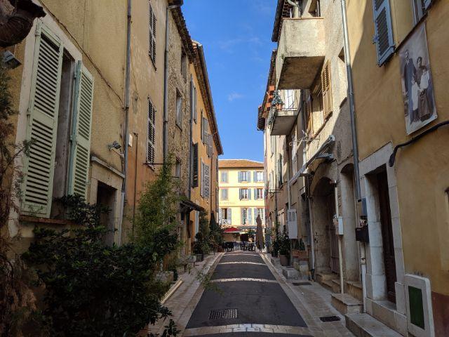 Valbonne street