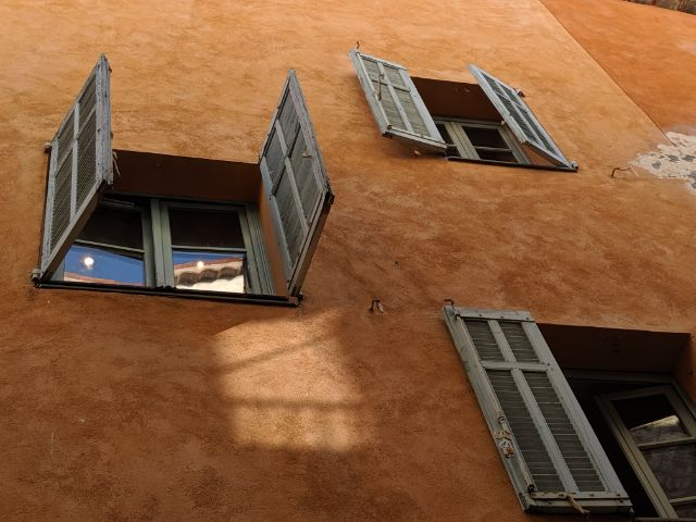 Valbonne windows and shutters