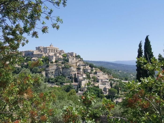 hilltop village of Gordes in the Luberon | Lou Messugo