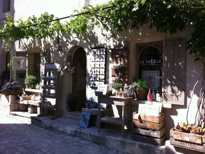 souvenir shop in les Baux de Provence | Lou Messugo