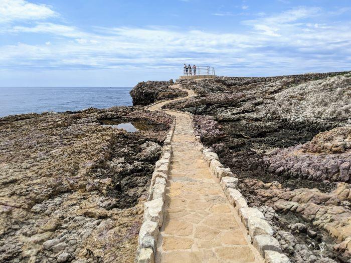lookout point on cap d'antibes coast walk